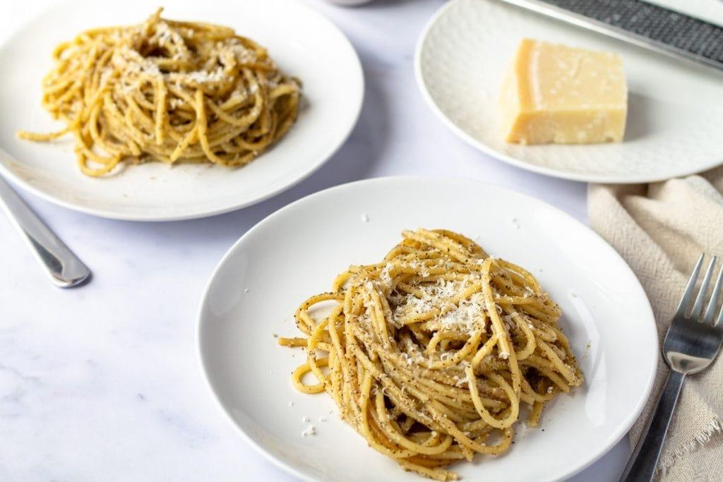 Cacio e Pepe on two white plates