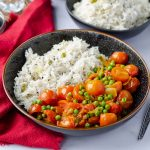 Vegan Tomato Curry with peas and rice